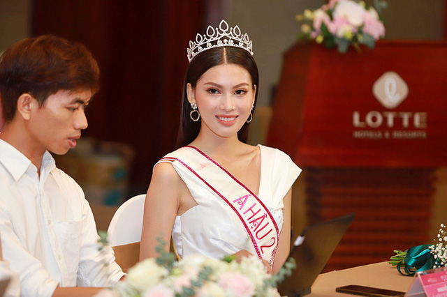Á hậu 2 Ngọc Thảo lộ ảnh quá khứ đi diễn nội y trong show của Vũ Khắc Tiệp - Ảnh 4.