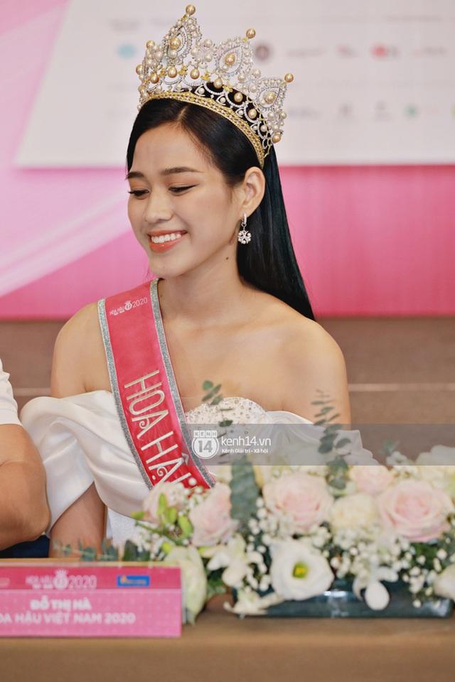 Bộ ảnh đọ sắc nét căng đầu tiên của Top 3 Hoa Hậu Việt Nam 2020: Tân Hoa hậu Đỗ Thị Hà bất ngờ bị Á hậu 2 Ngọc Thảo giật spotlight! - Ảnh 5.