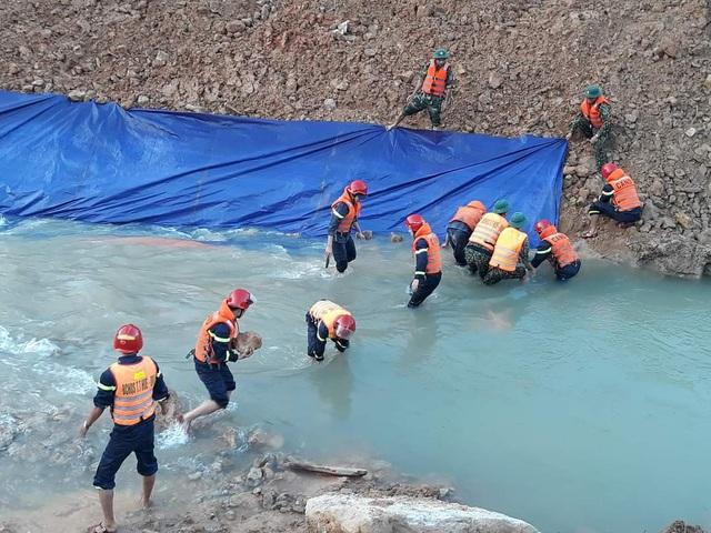 Tìm kiếm 12 công nhân mất tích ở Rào Trăng 3, thấy thêm 1 thi thể - Ảnh 3.