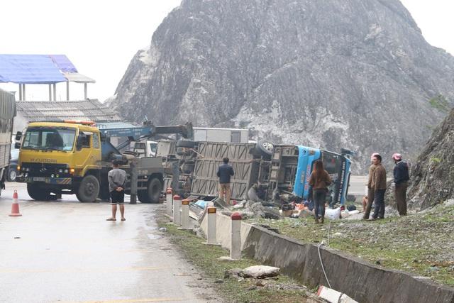 Xe khách lật trên quốc lộ khiến 12 người thương vong do mất phanh - Ảnh 4.