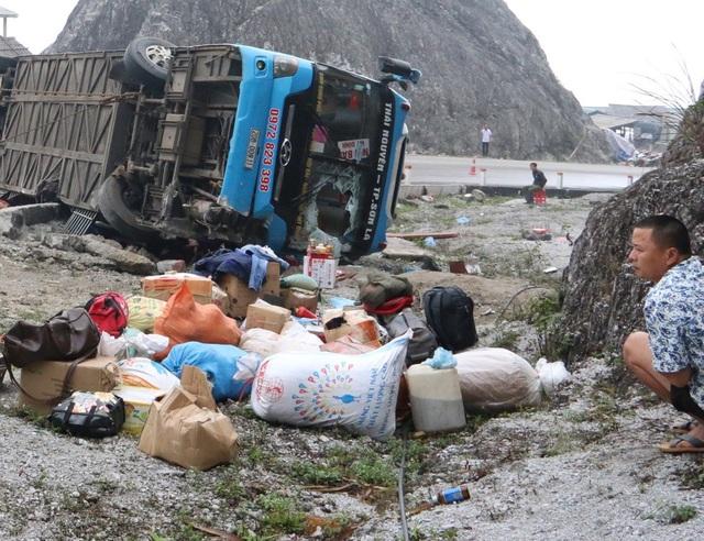 Xe khách lật trên quốc lộ khiến 12 người thương vong do mất phanh - Ảnh 3.
