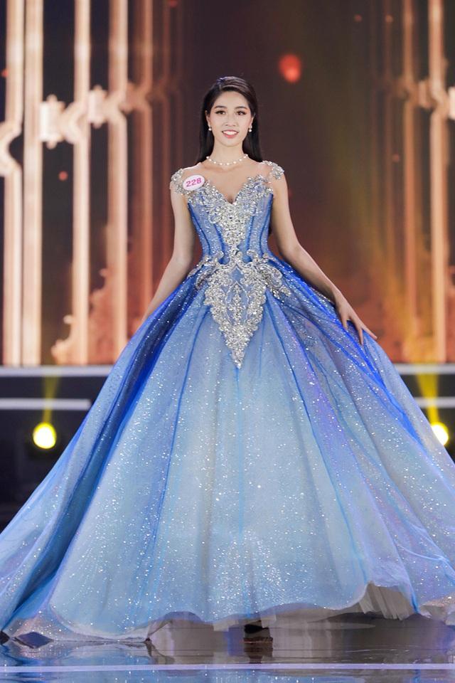 Vân Ly - từ tiếp viên hàng không đến Top 10 Hoa hậu Việt Nam - Ảnh 1.