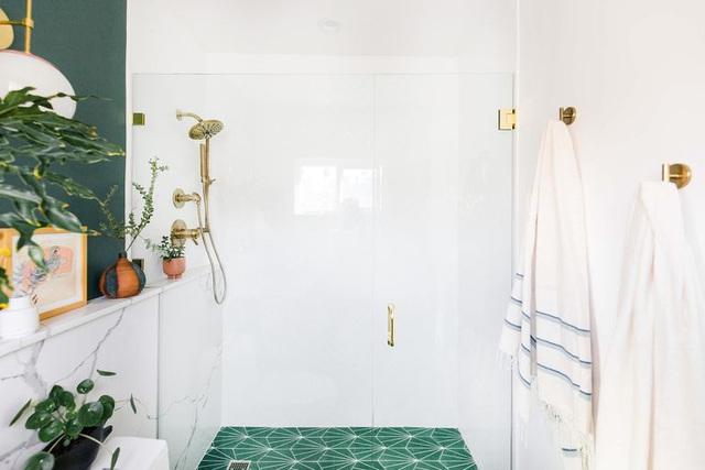 Phòng tắm nhỏ khiến nhiều người choáng váng vì lột xác quá đỉnh sau cải tạo - Ảnh 5.