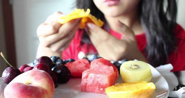 Thói quen ăn trái cây cực kỳ sai lầm nên bỏ ngay từ bây giờ - Ảnh 1.