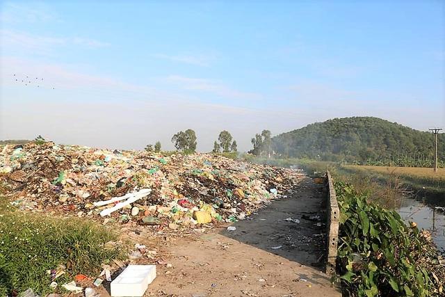 Hãi hùng những bãi rác bủa vây dân cư ở Hải Phòng - Ảnh 5.