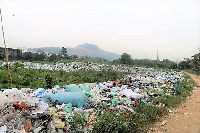 Hãi hùng những bãi rác bủa vây dân cư ở Hải Phòng - Ảnh 2.