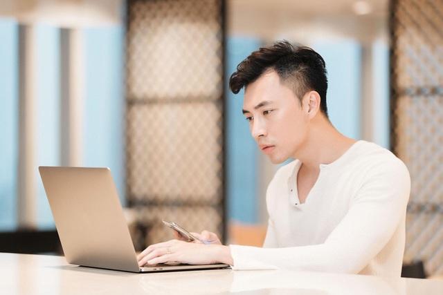 Hình ảnh đời thực của Jason Nguyễn - CEO hotboy vừa bị tạm giam vì lừa đảo hàng triệu đô - Ảnh 1.