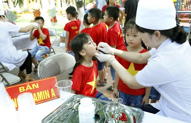 Triển khai chiến dịch bổ sung vitamin A liều cao đợt 2 cho trẻ trên toàn quốc - Ảnh 2.