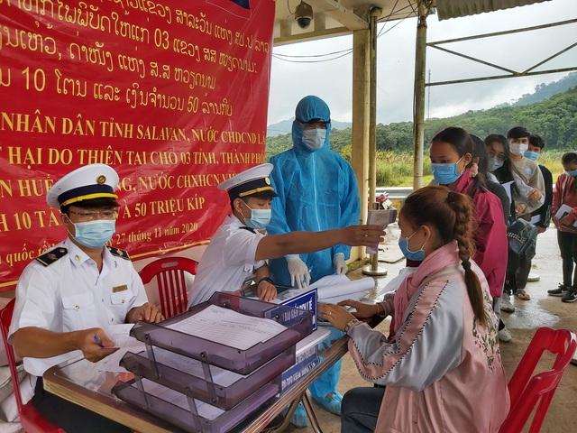 Thừa Thiên – Huế tiếp nhận cách ly 51 học sinh Lào sang học tập - Ảnh 1.