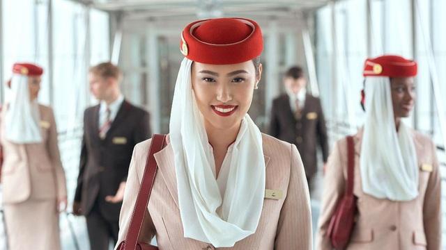 Bất ngờ với lý do khiến các tiếp viên hàng không thường tô son đỏ - Ảnh 1.