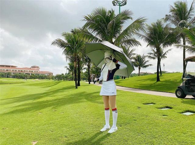 Ra sân đánh golf đâu chỉ giữ dáng, Mai Ngọc tranh thủ nâng cơ mặt với món làm đẹp độc - Ảnh 5.