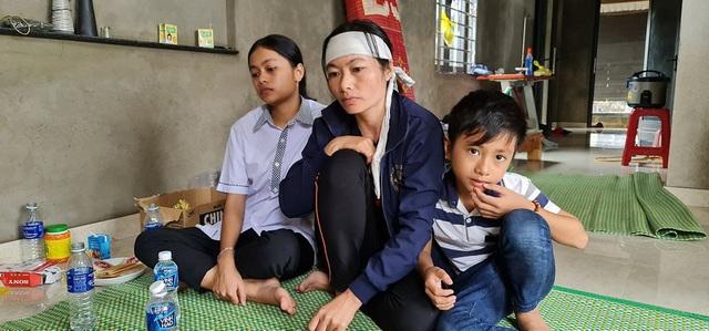 Quảng Bình: Người đàn ông phụ hồ qua đời vì kiệt sức trong lũ dữ, cả xóm nghèo ám ảnh đôi mắt thẫn thờ của 2 đứa trẻ thơ - Ảnh 2.
