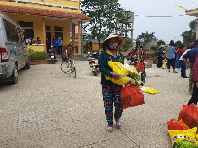 Báo Gia đình và Xã hội tiếp tục trao quà cho đồng bào vùng lũ tỉnh Quảng Bình - Ảnh 13.