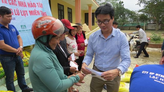 Báo Gia đình và Xã hội tiếp tục trao quà cho đồng bào vùng lũ tỉnh Quảng Bình - Ảnh 6.