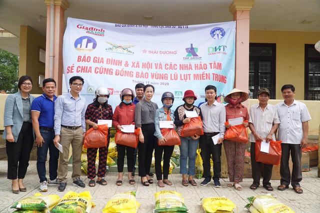 Báo Gia đình và Xã hội tiếp tục trao quà cho đồng bào vùng lũ tỉnh Quảng Bình - Ảnh 5.
