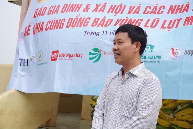 Báo Gia đình và Xã hội tiếp tục trao quà cho đồng bào vùng lũ tỉnh Quảng Bình - Ảnh 2.