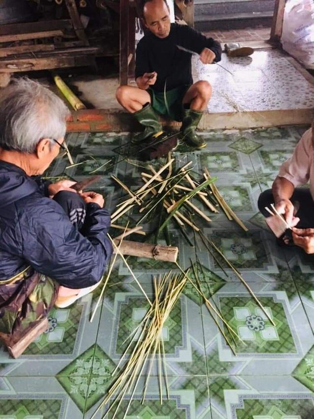 """Xúc động người dân Hà Tĩnh dùng gạo cứu trợ nổi lửa nấu bánh """"đáp tình"""" người Nghệ An - Ảnh 8."""