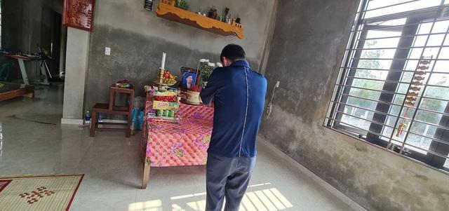 Quảng Bình: Người đàn ông phụ hồ qua đời vì kiệt sức trong lũ dữ, cả xóm nghèo ám ảnh đôi mắt thẫn thờ của 2 đứa trẻ thơ - Ảnh 5.