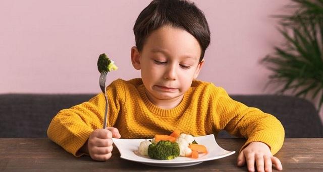 Con biếng ăn, còi cọc vì cha mẹ chủ quan bổ sung thiếu vi chất quan trọng này cho trẻ - Ảnh 2.