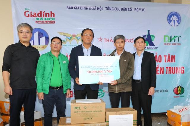 Báo Gia đình và Xã hội cùng các nhà tài trợ chia sẻ khó khăn với người dân vùng lũ Quảng Trị - Ảnh 10.
