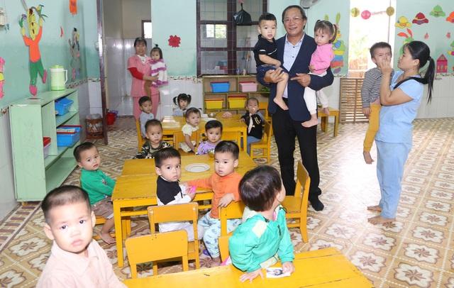 Báo Gia đình và Xã hội cùng các nhà tài trợ chia sẻ khó khăn với người dân vùng lũ Quảng Trị - Ảnh 2.