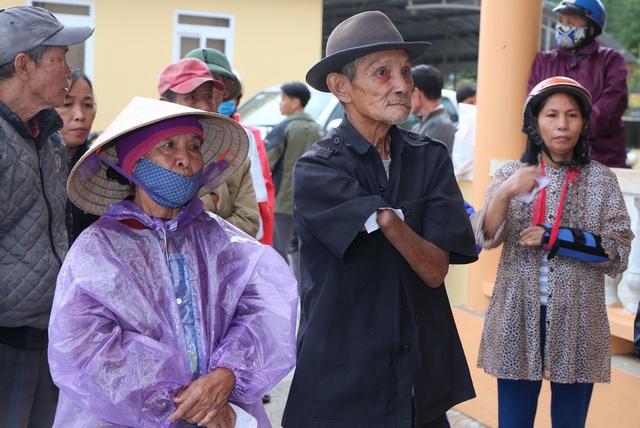 Báo Gia đình và Xã hội cùng các nhà tài trợ chia sẻ khó khăn với người dân vùng lũ Quảng Trị - Ảnh 6.