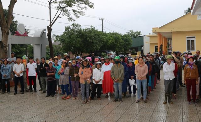 Báo Gia đình và Xã hội cùng các nhà tài trợ chia sẻ khó khăn với người dân vùng lũ Quảng Trị - Ảnh 5.