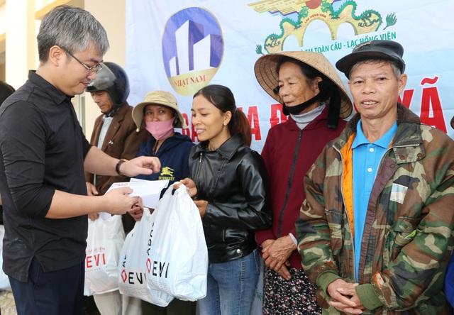 Báo Gia đình và Xã hội cùng các nhà tài trợ chia sẻ khó khăn với người dân vùng lũ Quảng Trị - Ảnh 4.