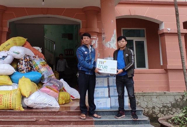 Báo Gia đình và Xã hội đưa nước uống sạch đến với người dân vùng rốn lũ Tân Ninh - Ảnh 5.