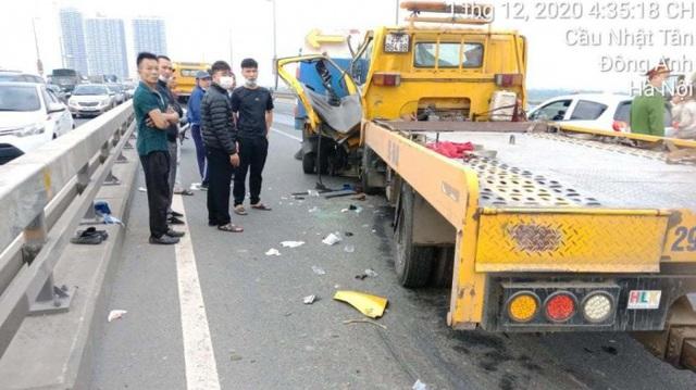 Xót thương nhân viên môi trường bị ô tô cứu hộ đâm tử vong trên cầu Nhật Tân - Ảnh 2.