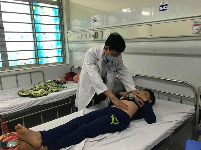 Nhiều trẻ mắc cúm biến chứng lên não, viêm cơ tim - Ảnh 1.