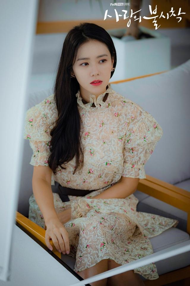4 kiểu tóc đẹp đỉnh cao của Son Ye Jin: Đều hợp với nàng U30, ngắm thì kiểu gì cũng tìm thấy chìa khóa lên đời nhan sắc - Ảnh 13.