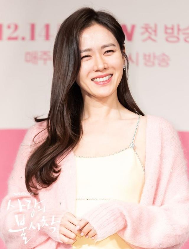 4 kiểu tóc đẹp đỉnh cao của Son Ye Jin: Đều hợp với nàng U30, ngắm thì kiểu gì cũng tìm thấy chìa khóa lên đời nhan sắc - Ảnh 14.