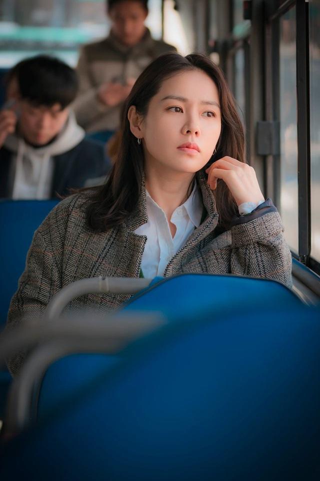 4 kiểu tóc đẹp đỉnh cao của Son Ye Jin: Đều hợp với nàng U30, ngắm thì kiểu gì cũng tìm thấy chìa khóa lên đời nhan sắc - Ảnh 3.