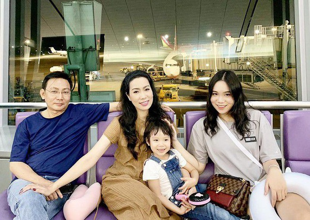 Á hậu Trịnh Kim Chi hạnh phúc giản đơn bên chồng doanh nhân và hai cô con gái thông minh, xinh đẹp - Ảnh 2.