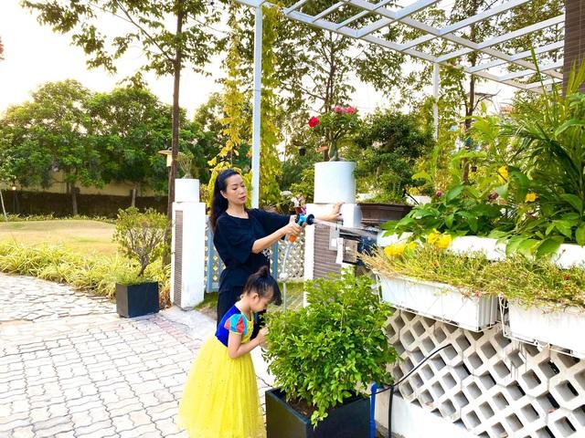 Á hậu Trịnh Kim Chi hạnh phúc giản đơn bên chồng doanh nhân và hai cô con gái thông minh, xinh đẹp - Ảnh 3.