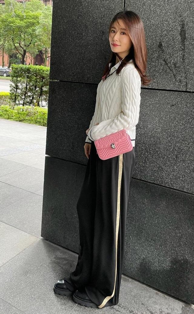 Lâm Tâm Như phản ứng khi bị chỉ trích vì mua hàng hiệu cho con gái - Ảnh 2.