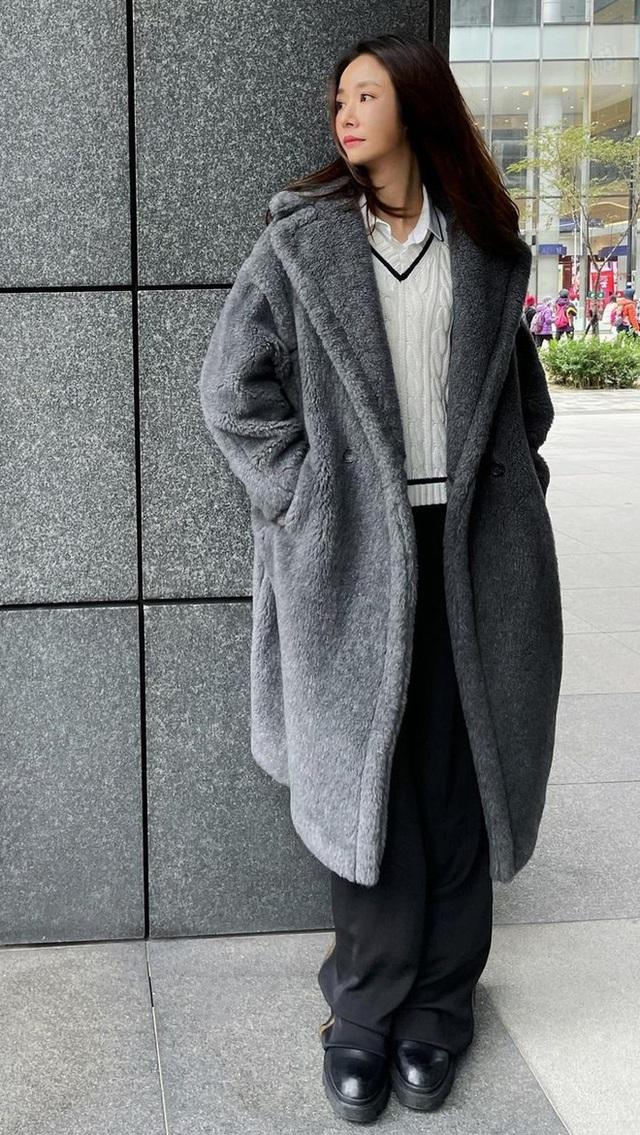 Lâm Tâm Như phản ứng khi bị chỉ trích vì mua hàng hiệu cho con gái - Ảnh 3.