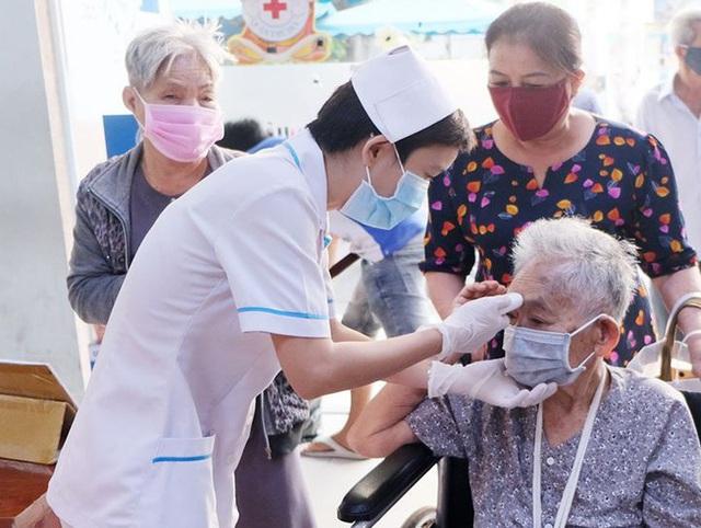 Chủ động quan tâm chăm sóc người cao tuổi, bảo đảm thích ứng già hóa dân số - Ảnh 2.