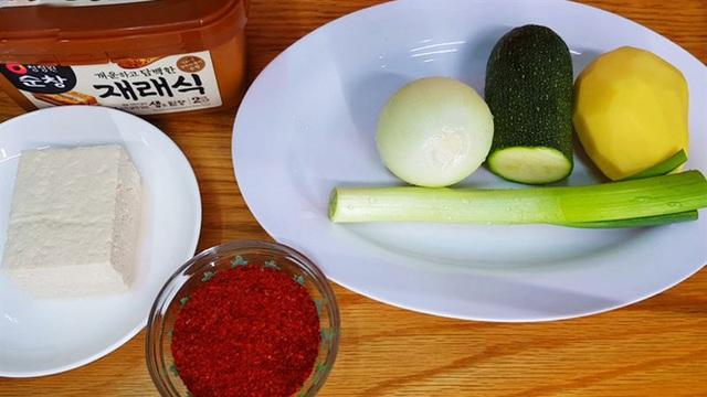نحوه تهیه یک سوپ استاندارد مانند یک فیلم کره ای: خوردن چقدر گرم است ، وقتی هوا سرد است عالی است!  - تصویر 2