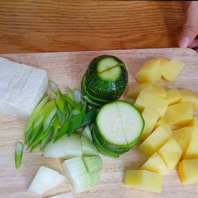 نحوه تهیه یک سوپ استاندارد مانند یک فیلم کره ای: خوردن چقدر گرم است ، وقتی هوا سرد است عالی است!  تصویر 3