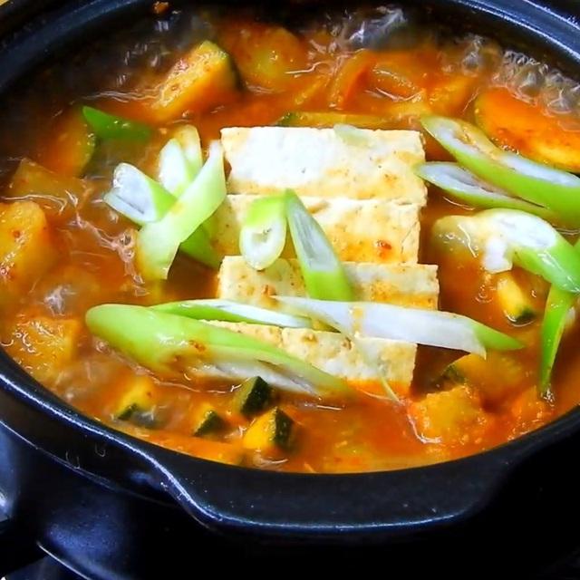 نحوه تهیه یک سوپ استاندارد مانند یک فیلم کره ای: خوردن چقدر گرم است ، وقتی هوا سرد است عالی است!  تصویر 7