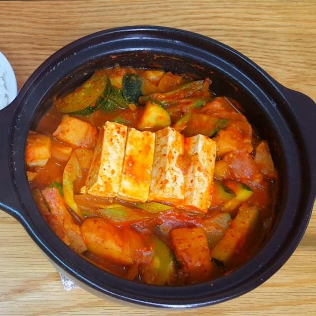 نحوه تهیه یک سوپ استاندارد مانند یک فیلم کره ای: خوردن آن چقدر گرم است ، وقتی هوا سرد است عالی است!  تصویر 8