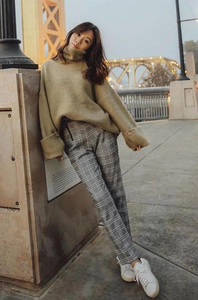 Áo len mà diện cùng 4 kiểu quần này thì hoàn hảo, ai cũng phải khen sao bạn mặc đẹp thế - Ảnh 12.