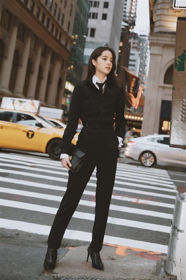 Áo len mà diện cùng 4 kiểu quần này thì hoàn hảo, ai cũng phải khen sao bạn mặc đẹp thế - Ảnh 14.