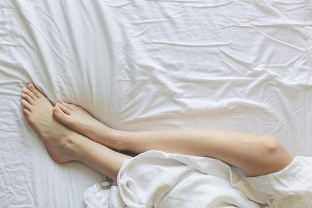 Không quan hệ tình dục trong thời gian dài, có hại gì không? - Ảnh 2.