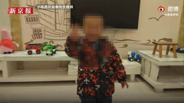 Con trai chết bất thường khi ngủ trưa, gia đình phẫn nộ tố cáo nhà trường, hình ảnh bất động của đứa bé được ghi lại gây chú ý - Ảnh 2.