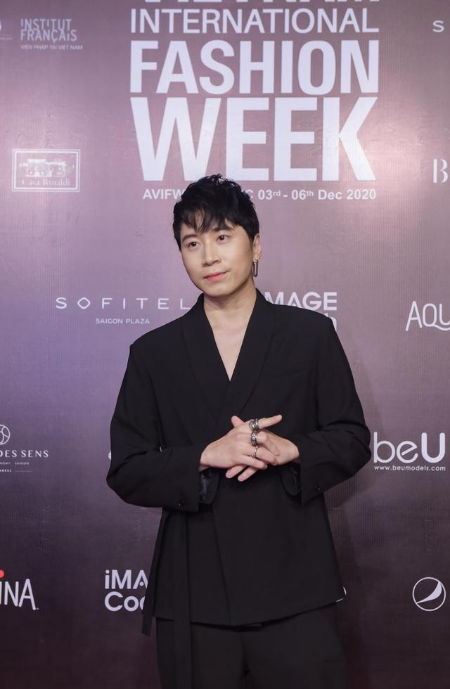Dàn huấn luyện viên Rap Việt quậy tung thảm đỏ Tuần lễ thời trang quốc tế 2020 - Ảnh 5.