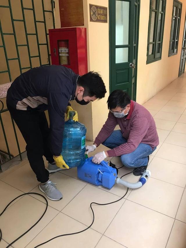 Nhiều trường ở Hà Nội chủ động phun khử khuẩn đảm bảo an toàn cho học sinh - Ảnh 5.