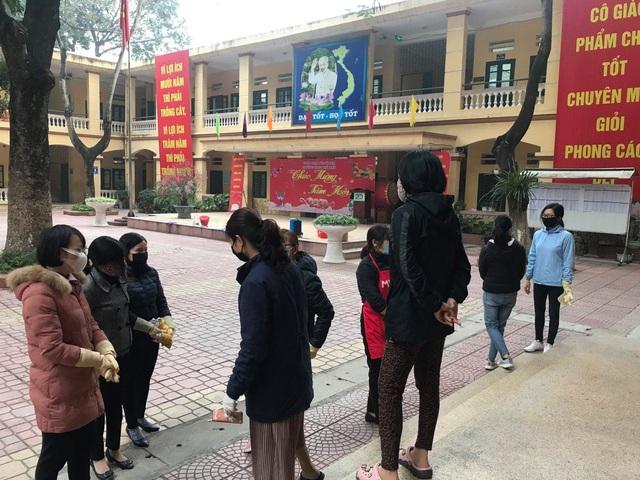 Nhiều trường ở Hà Nội chủ động phun khử khuẩn đảm bảo an toàn cho học sinh - Ảnh 4.